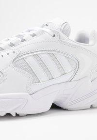 adidas Originals - FALCON 2000  - Sneakers laag - clear black/footwear white - 2