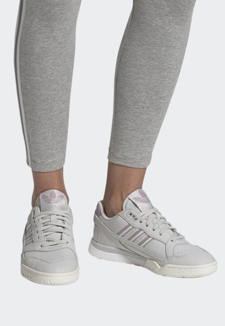 adidas Originals - A.R. TRAINER SHOES - Trainers - grey