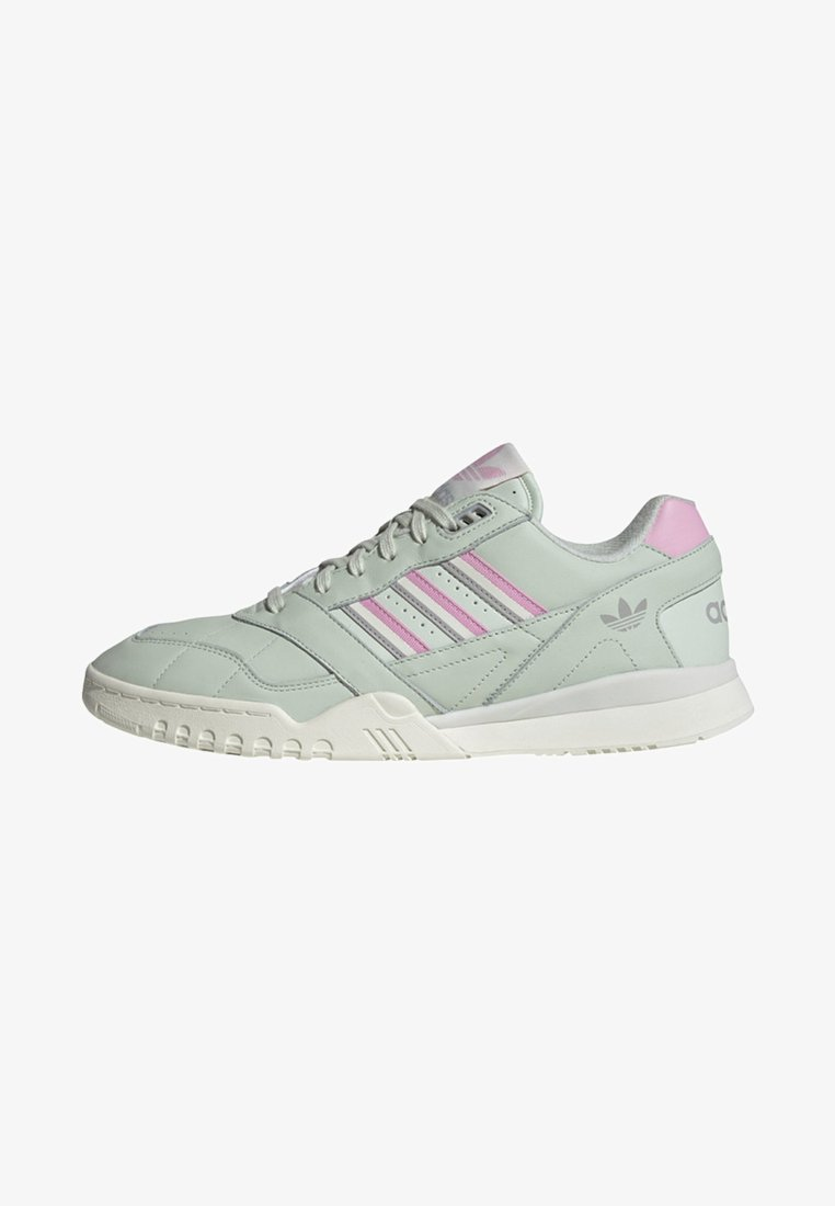 adidas Originals - A.R. TRAINER SHOES - Trainers - green
