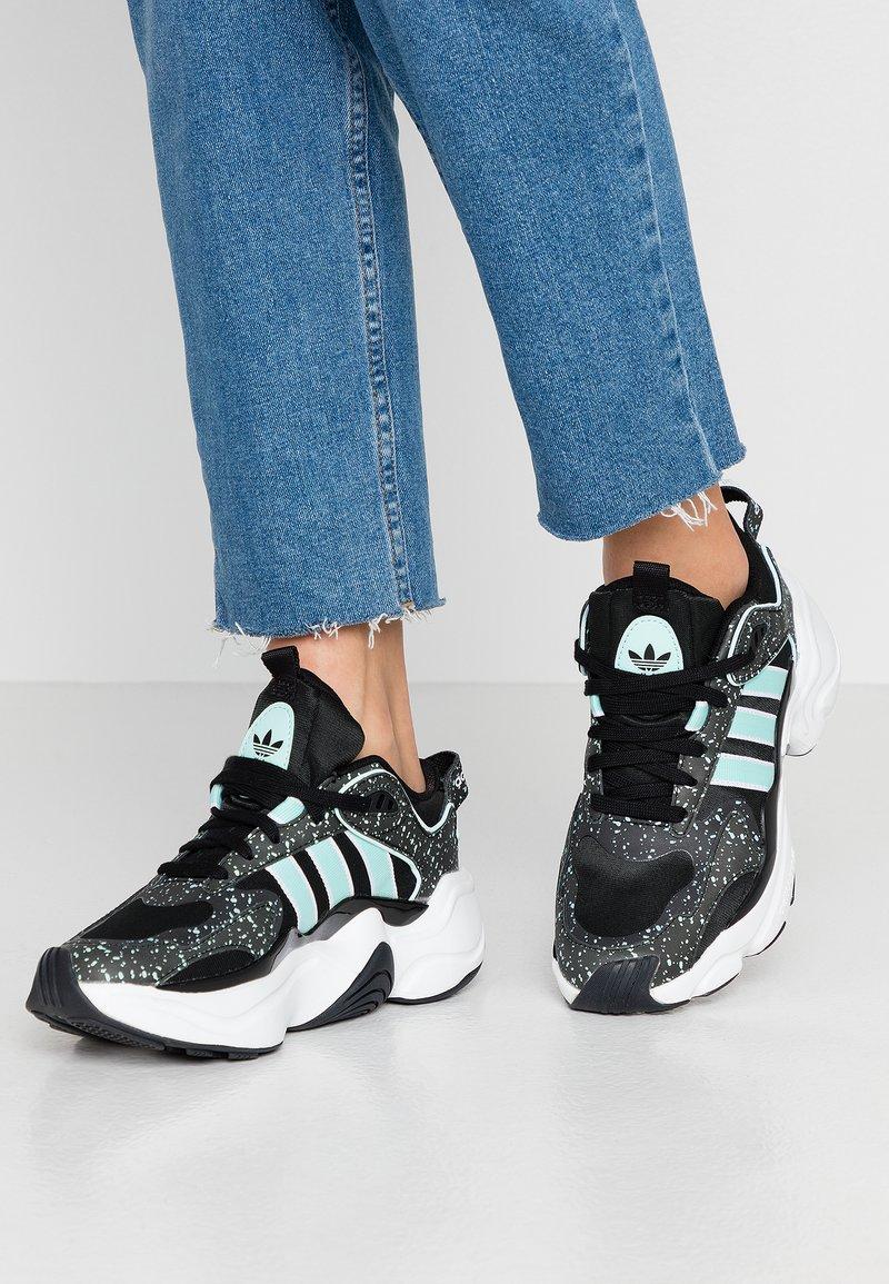 adidas Originals - MAGMUR RUNNER - Sneakers - core black/footwear white/frozen mint