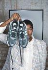 adidas Originals - MAGMUR RUNNER - Zapatillas - core black/footwear white/frozen mint