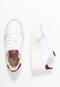adidas Originals - SUPERCOURT - Trainers - footwear white/maroon - 5