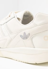 adidas Originals - TRAINER - Sneakers - offwhite/raw white/ecru tint - 2