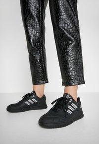 adidas Originals - TRAINER - Sneakersy niskie - core black/soft vision/grey four - 0