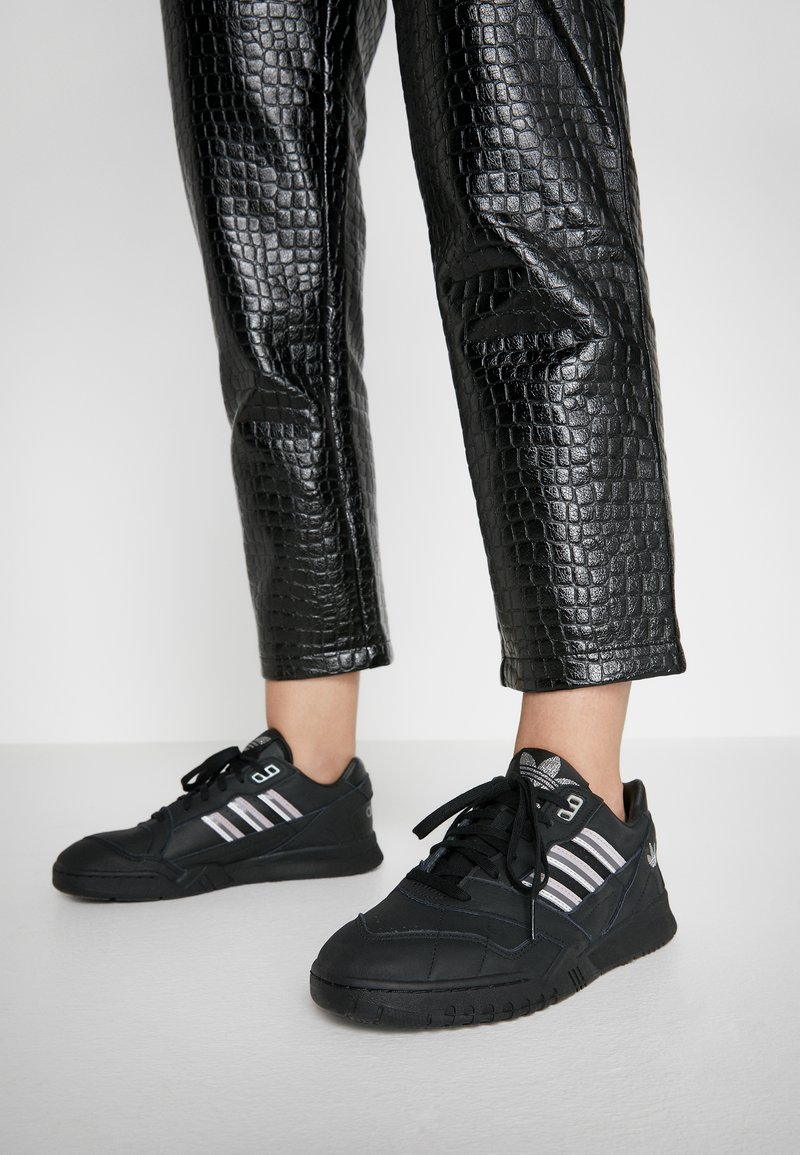 adidas Originals - TRAINER - Sneakers laag - core black/soft vision/grey four