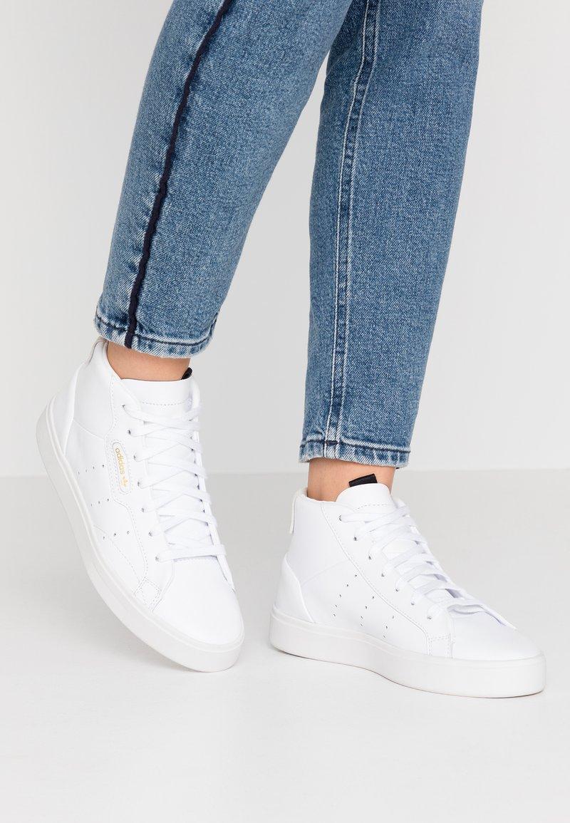 adidas Originals - SLEEK MID - Vysoké tenisky - footwear white/crystal white