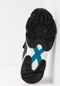 adidas Originals - FALCON RX - Sneakersy niskie - core black/glow pink/grey three - 6