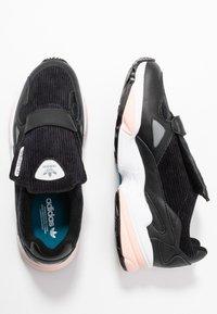 adidas Originals - FALCON RX - Sneakersy niskie - core black/glow pink/grey three - 3