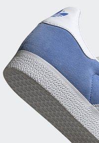 adidas Originals - GAZELLE SHOES - Baskets basses - blue - 6