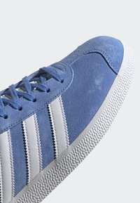 adidas Originals - GAZELLE SHOES - Baskets basses - blue - 8