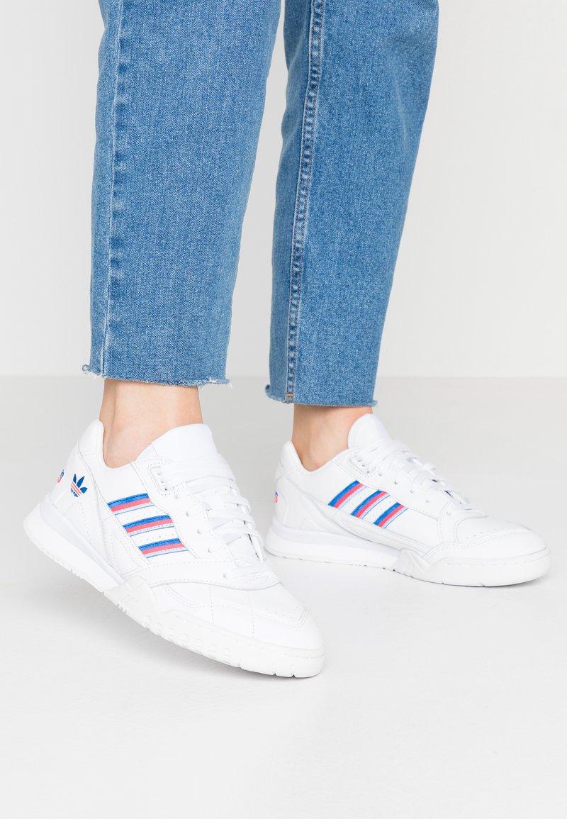 adidas Originals - TRAINER  - Trainers - footwear white/glow blu/shock red