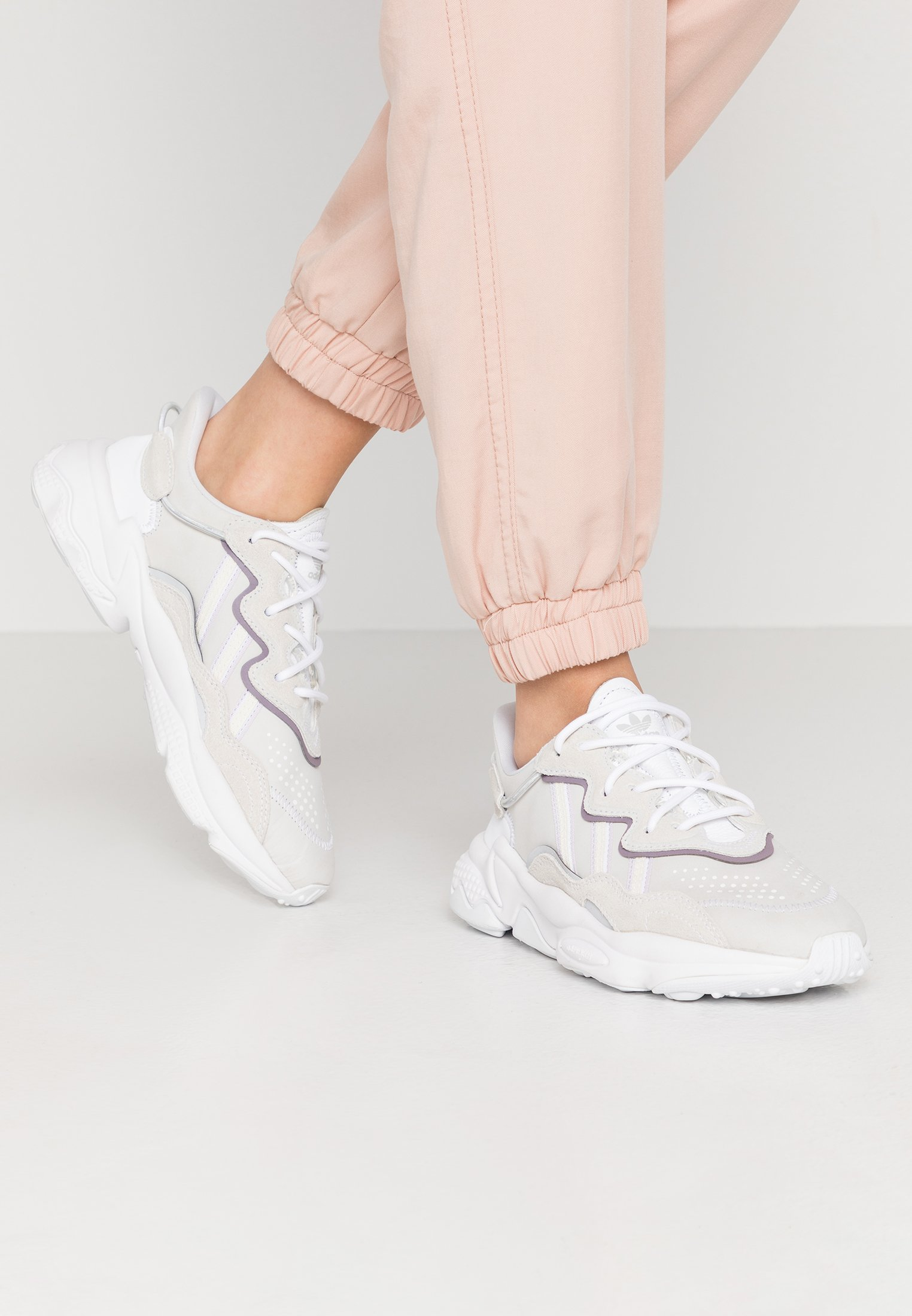 adidas Originals OZWEEGO - Trainers - footwear white ...