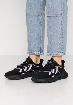 OZWEEGO - Sneakersy niskie - core black/offwhite/legion purple