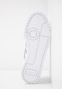adidas Originals - TEAM COURT - Baskets basses - footwear white/silver metallic - 6