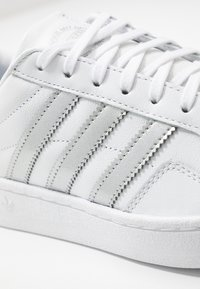 adidas Originals - TEAM COURT - Baskets basses - footwear white/silver metallic - 2
