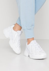 adidas Originals - EQT GAZELLE  - Joggesko - footwear white - 0