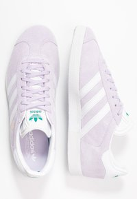 adidas Originals - GAZELLE - Sneakers laag - purple tint/footwear white/glacier green - 3