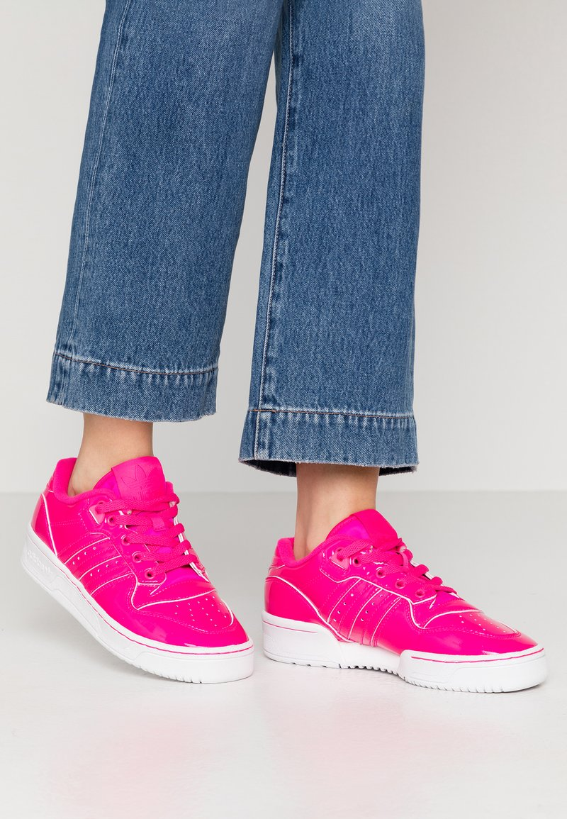 adidas Originals - RIVALRY - Trainers - shock pink/footwear white