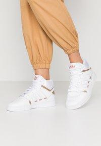 adidas Originals - DROP STEP  - Sneakers hoog - footwear white/copper metallic - 0
