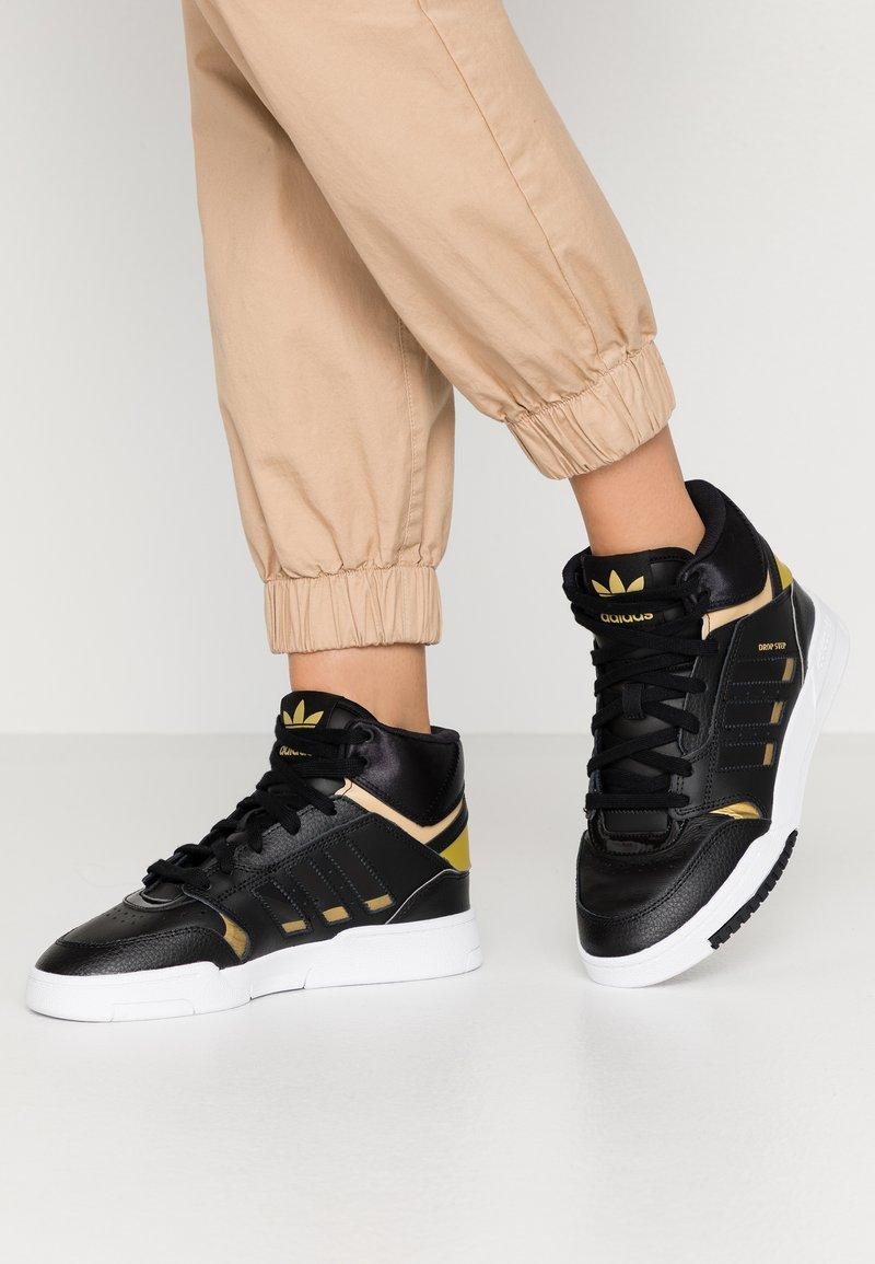 adidas Originals - DROP STEP  - Høye joggesko - core black/gold metallic/footwear white