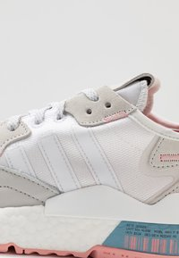adidas Originals - NITE JOGGER  - Sneakersy niskie - footwear white/glow pink/grey one - 2