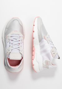 adidas Originals - NITE JOGGER  - Sneakersy niskie - footwear white/glow pink/grey one - 3