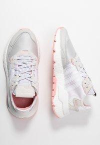 adidas Originals - NITE JOGGER  - Joggesko - footwear white/glow pink/grey one - 3