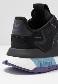 adidas Originals - NITE JOGGER  - Sneakersy niskie - tech purple/core black/grey five - 2