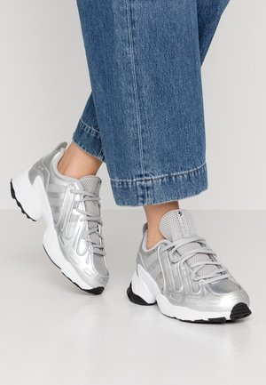 EQT GAZELLE - Joggesko - silver metallic/footwear white