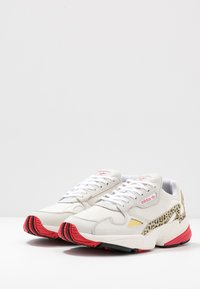adidas Originals - FALCON - Trainers - chalk white/offwhite/scarlet - 4