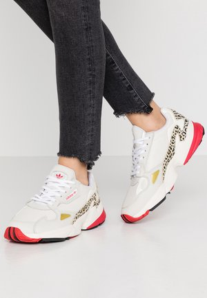FALCON - Sneaker low - chalk white/offwhite/scarlet