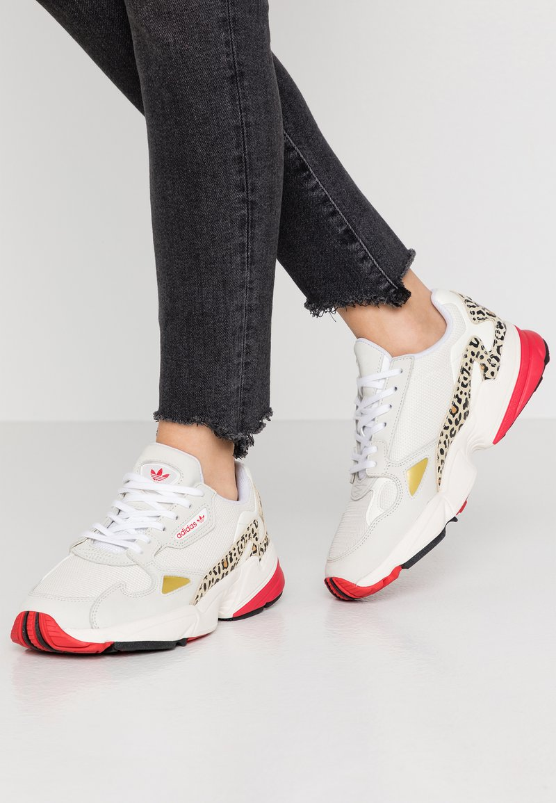 adidas Originals - FALCON - Trainers - chalk white/offwhite/scarlet