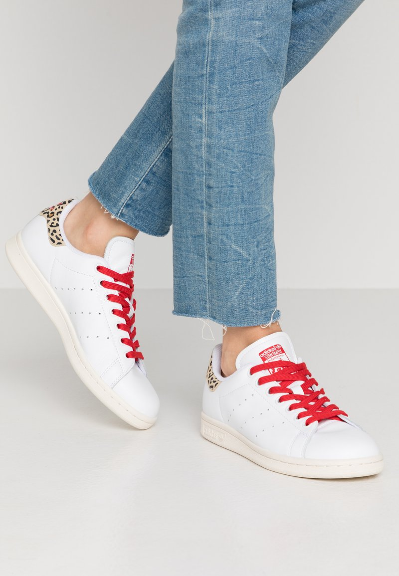 adidas Originals - STAN SMITH  - Sneaker low - footwear white/scarlet/chalk white
