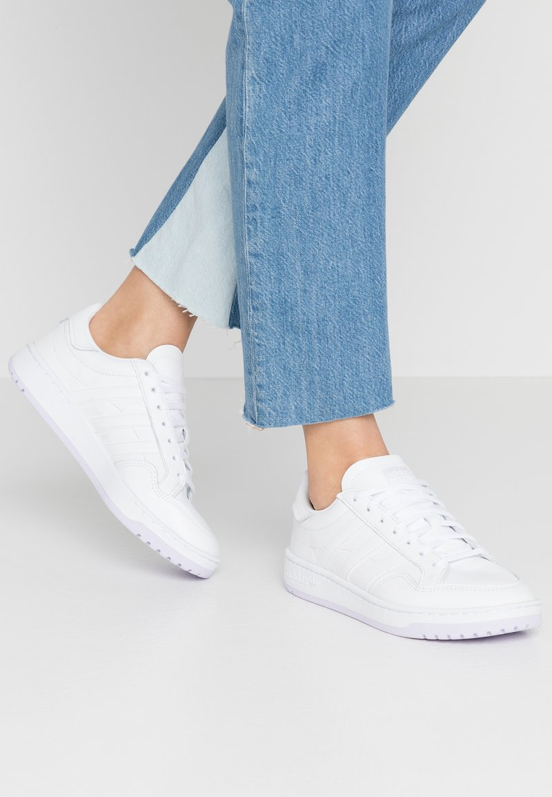 adidas Originals - MODERN COURT - Sneakers laag - footwear white