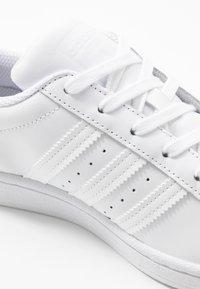 adidas Originals - SUPERSTAR  - Sneakersy niskie - footwear white - 2