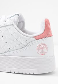 adidas Originals - SUPERCOURT  - Trainers - footwear white/glow pink - 2