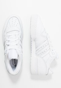adidas Originals - RIVALRY  - Trainers - footwear white/core black - 3