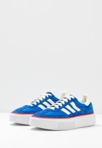 adidas Originals - SLEEK SUPER - Sneakersy niskie - royal blue/offwhite/glow blue - 4