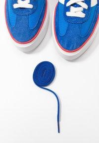 adidas Originals - SLEEK SUPER - Sneakersy niskie - royal blue/offwhite/glow blue - 7