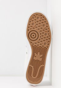 adidas Originals - NIZZA TREFOIL - Baskets basses - crystal white/shock red/core black - 6