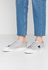 adidas Originals - NIZZA TREFOIL - Trainers - grey two/crystal white/clear black - 0