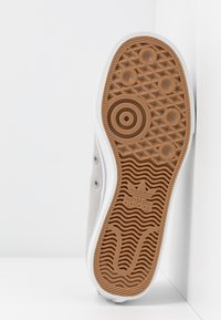 adidas Originals - NIZZA TREFOIL - Trainers - grey two/crystal white/clear black - 6
