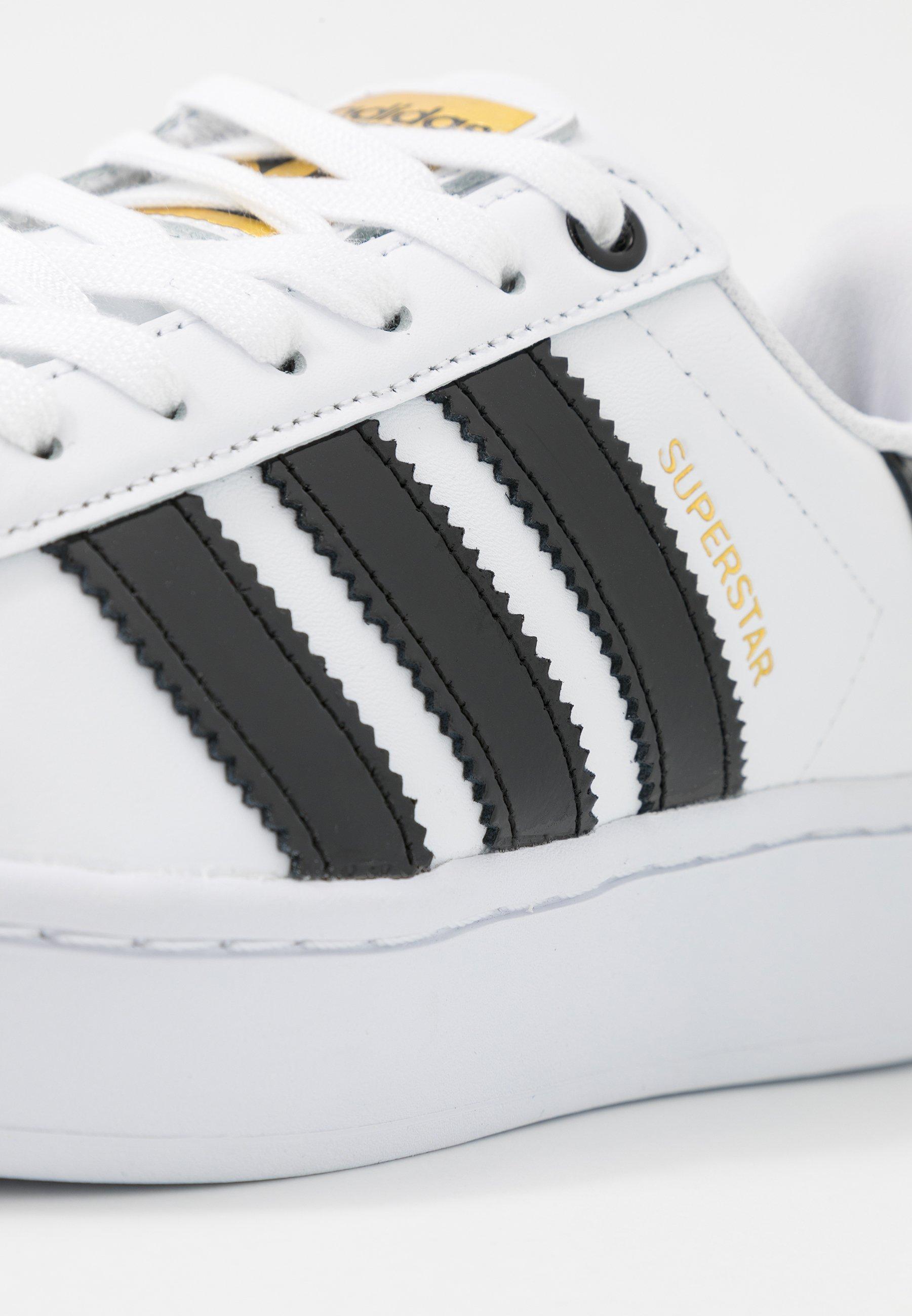 adidas Originals SUPERSTAR BOLD - Sneakersy niskie - footwear white/clear black/gold metallic