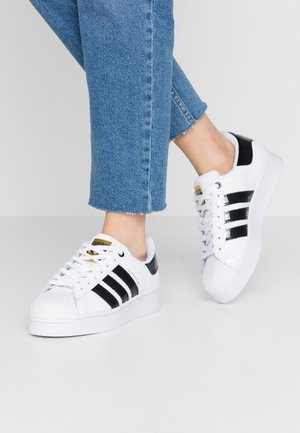 SUPERSTAR BOLD - Sneakers basse - footwear white/clear black/gold metallic
