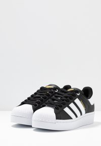 adidas Originals - SUPERSTAR BOLD - Baskets basses - core balck/footwear white/gold metallic - 6
