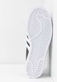adidas Originals - SUPERSTAR BOLD - Baskets basses - core balck/footwear white/gold metallic - 8