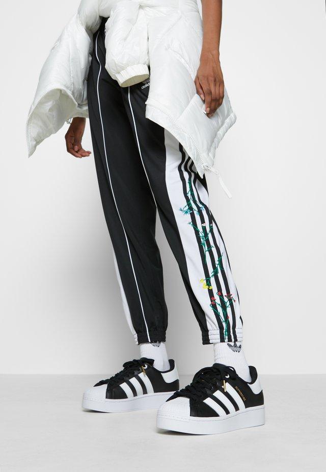 SUPERSTAR BOLD - Tenisky - core balck/footwear white/gold metallic
