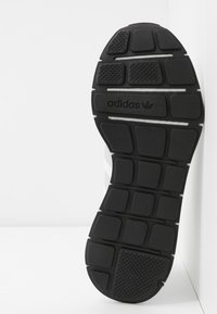 adidas Originals - SWIFT - Trainers - footwear white/grey one/core black - 6