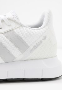 adidas Originals - SWIFT - Baskets basses - footwear white/grey one/core black - 2