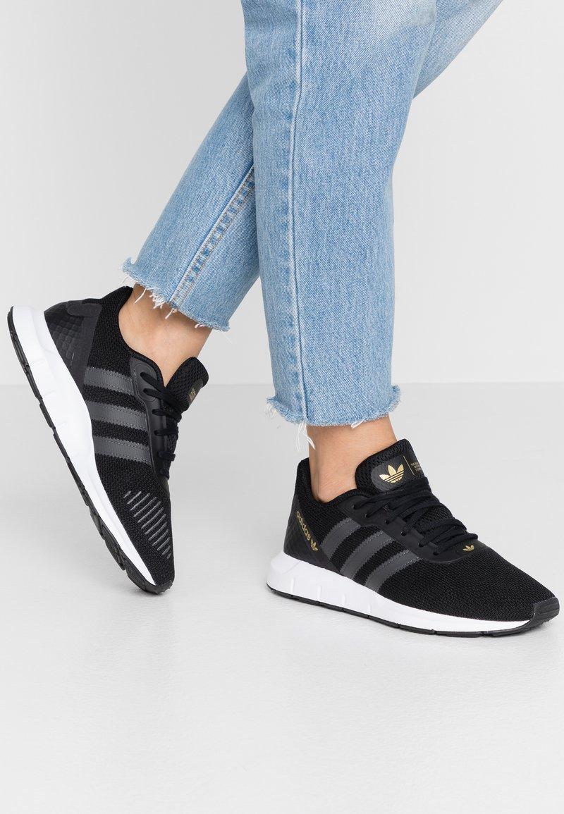 adidas Originals - SWIFT - Trainers - clear black/grey six/footwear white